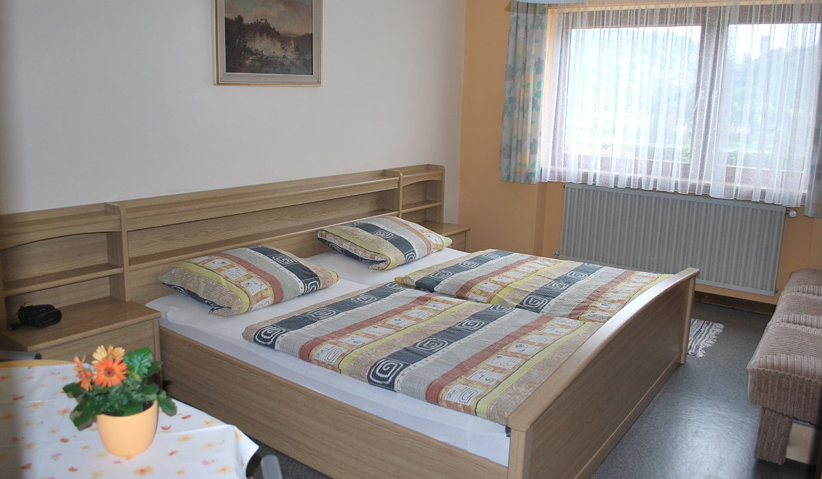Zimmer für die Übernachtung in der Rhein Pension in Lorch Lorchhausen