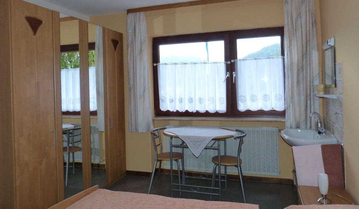 Blick ins Zimmer der Rhein-Pension im Mittelrheintal